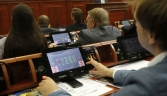 Депутати Київради голосують на пленарному засіданні сесії Київської міської ради