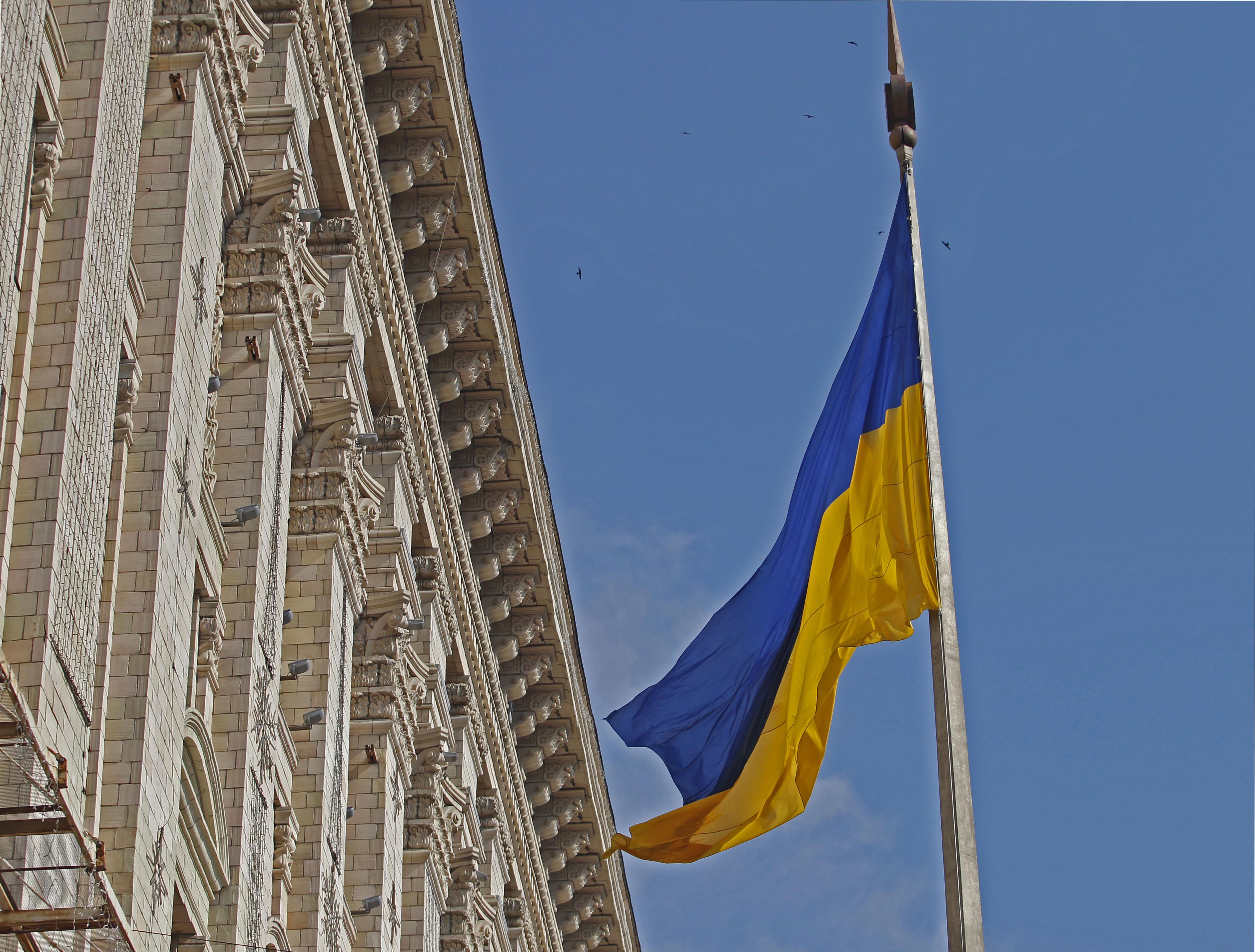 Прапор України біля будівлі Київської міської ради