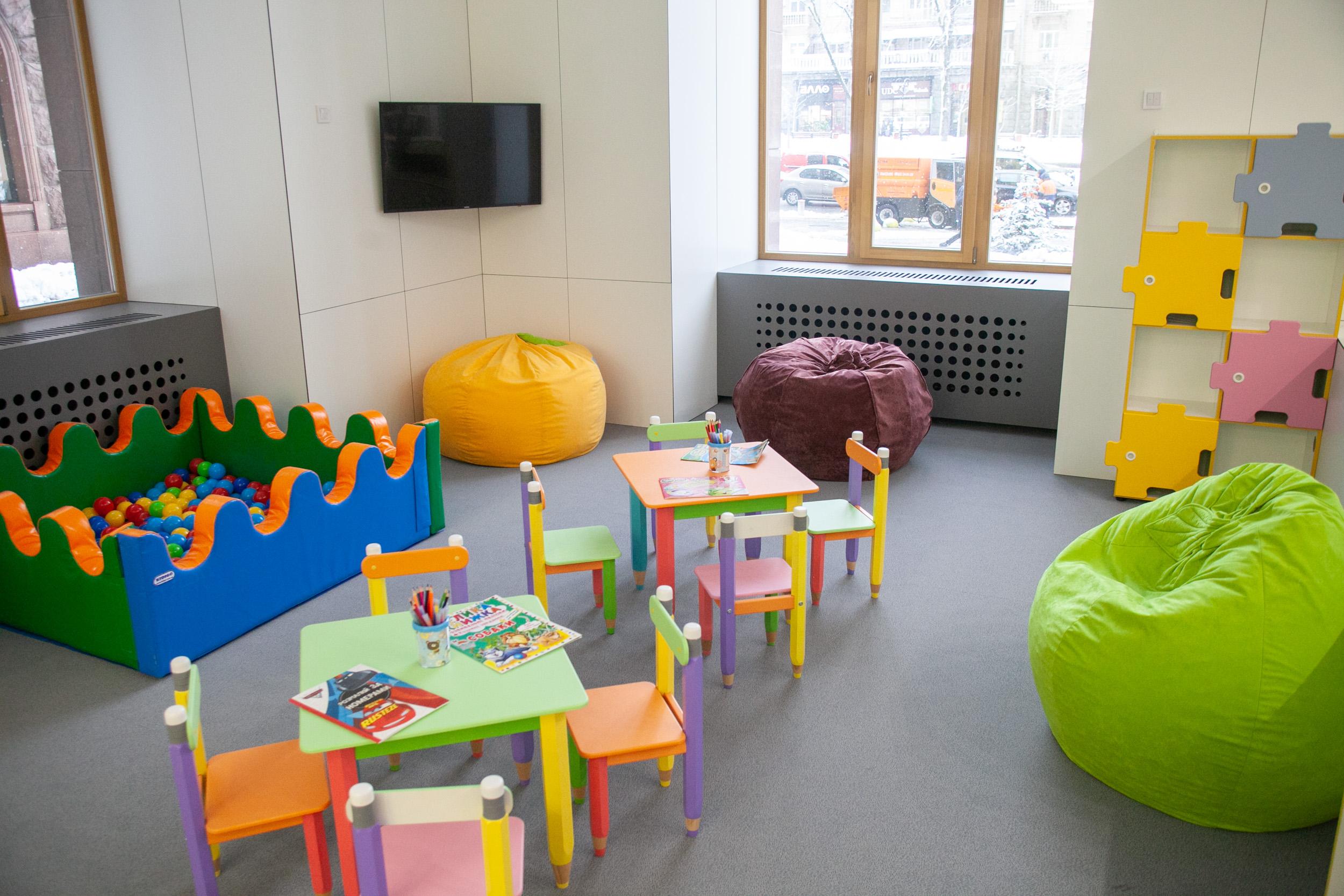 перший поверх, дитяча кімната, перетворення